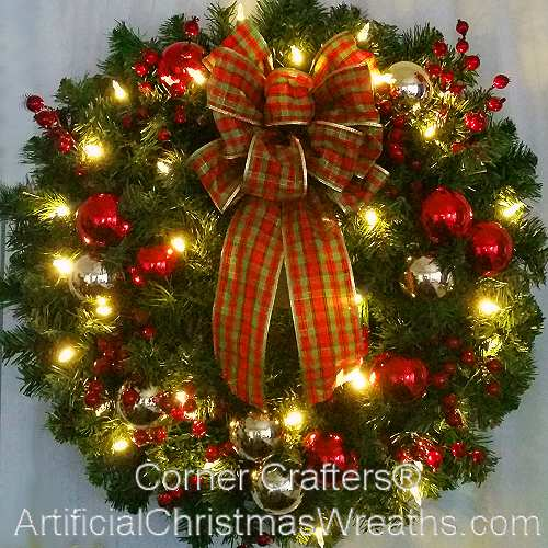 Christmas Wreath.Deluxe Traditional Christmas Wreath With Lights